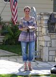 http://img13.imagevenue.com/loc1048/th_95725_Jennifer_Love_Hewitt_leaves_a_friends_house_in_Los_Angeles_20090327_06_122_1048lo.jpg
