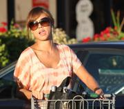 Vanessa Minnillo shopping in L.A. 8/20/10
