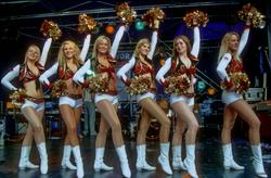 [Image: th_195435259_tduid2978_Cheerleaders_428_122_192lo.jpg]