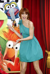 http://img13.imagevenue.com/loc383/th_595842326_Bella_Thorne_The_Muppets_Premiere_Hollywood_122_383lo.JPG