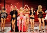 th_21654_Victorias_Secret_Fashion_Show_Runway_08_122_673lo.jpg