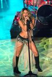 Shakira Performing on an italian tv show Foto 351 (������ ����������� �� ����������� Show TV ���� 351)