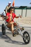 "in bikini on the beach in Venice, May 4 - in bikini on the beach takes a break from shooting 'Crank 2: High Voltage' in Venice, May 4 Foto 385 (В бикини на пляже в Венеции, 4 мая - в купальнике на пляж занимает отдохнуть от съемок ""Crank 2: High Voltage"" в Венеции, 4 мая Фото 385)"