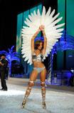 th_10573_Selita_Ebanks_2008_Victorias_Secret_Fashion_Show_Runway_16_122_955lo.jpg